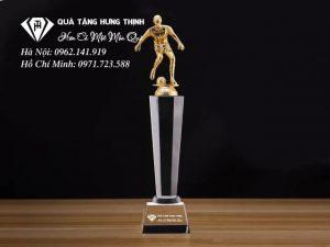 Cúp Người Đá Bóng Mạ Vàng CĐ04