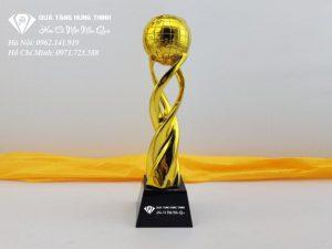 Cúp Quả Cầu Vàng CN09