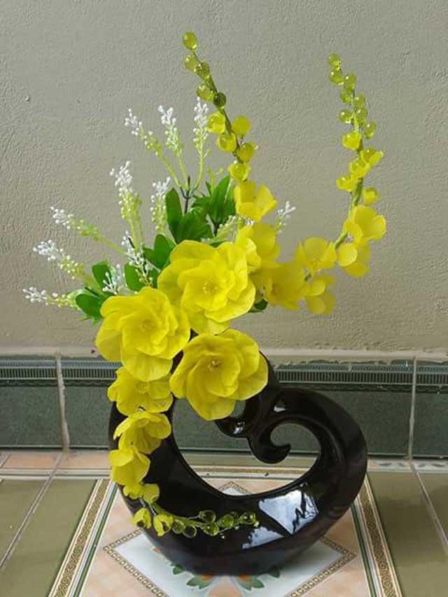 Hoa lan pha lê màu vàng