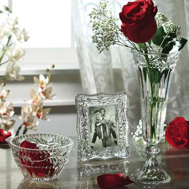 bình hoa pha lê trong phòng ngủ