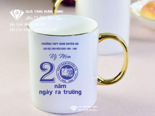 Quà tặng cốc sứ in hình logo 20 năm