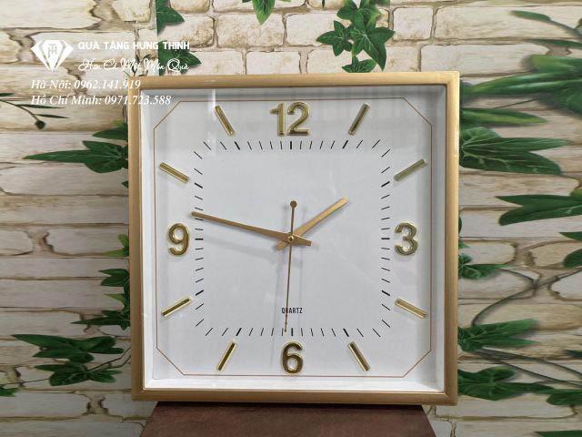 Đồng hồ treo tường kiểu dáng vuông
