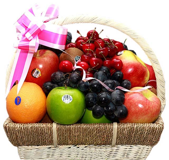Tặng giỏ hoa quả trái cây cho mẹ chồng tương lai