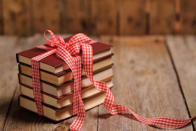 Tặng sách sinh nhật bạn gái