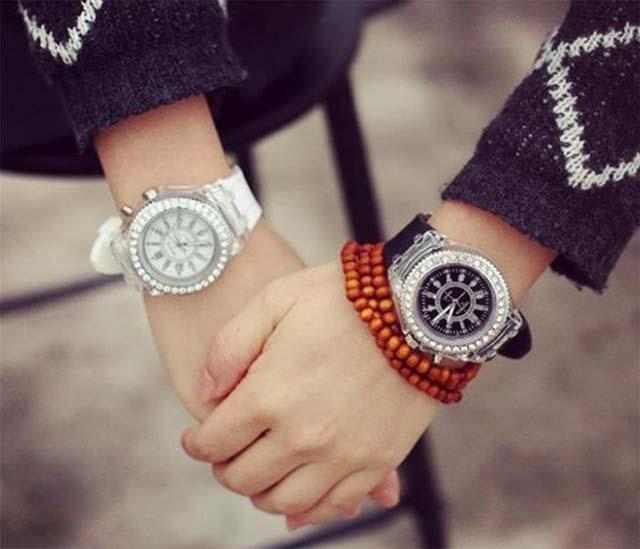Tặng đồng hồ đôi nhân ngày giáng sinh