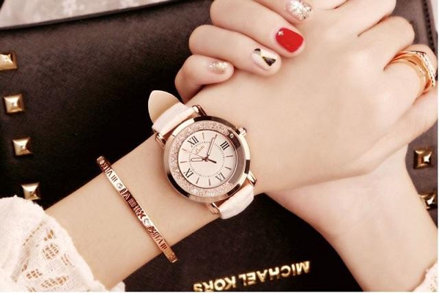Quà tặng đồng hồ đeo tay cho cô nàng thanh lịch
