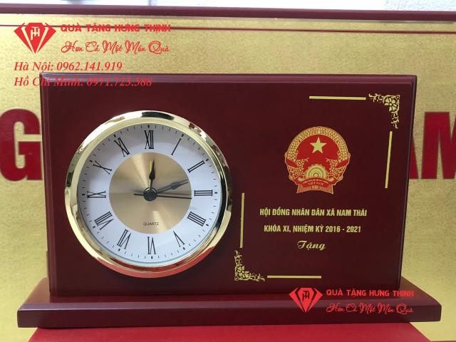 Đồng hồ gỗ để bàn HĐN Xã Nam Thái