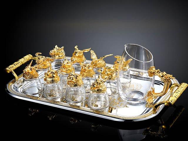 Bộ ly rượu hoặc tách trà là món quà ý nghĩa dành tặng sinh nhật bố. Ảnh: Internet