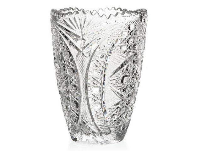Bình hoa pha lê trắng mài được thiết kế cầu kỳ và sang trọng