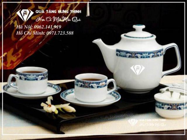 Bộ ấm trà Ngũ Phúc In Logo có thiết kế tinh tế.