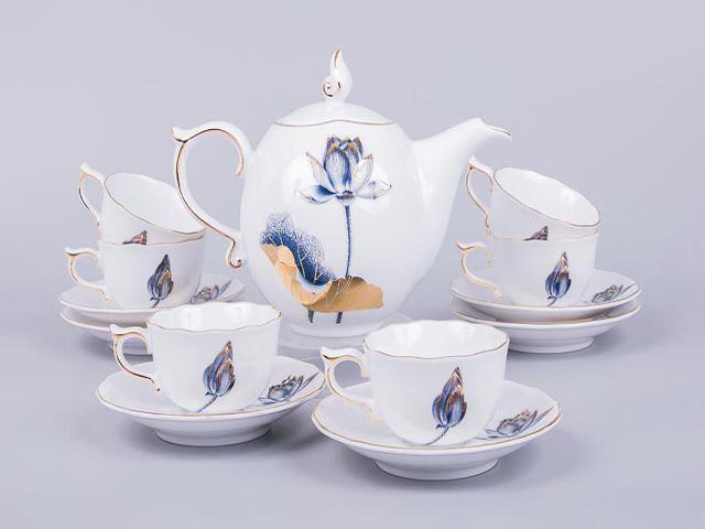Thiết kế truyền thống của bộ ấm trà Tịnh Tâm Sen Vàng.
