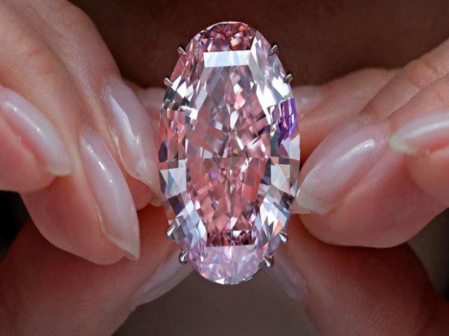Màu hồng là màu sắc được ưa chuộng nhất của kim cương màu. Ảnh: Internet