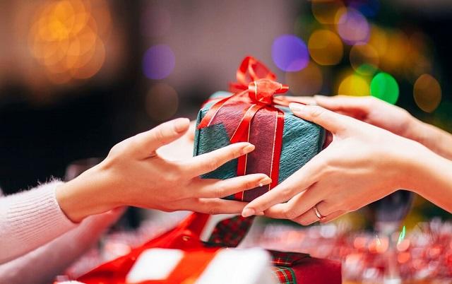 Nên mua quà tân gia theo sở thích của gia chủ