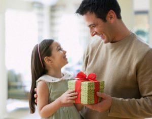 Quà tặng cho bé gái – Bật mí những món quà khiến bé thích mê