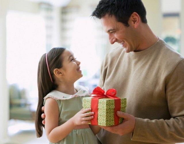 Không nên tặng quà khi bé đòi