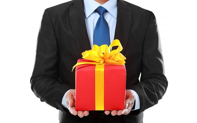 Nên chọn những món quà thiết thực và ý nghĩa
