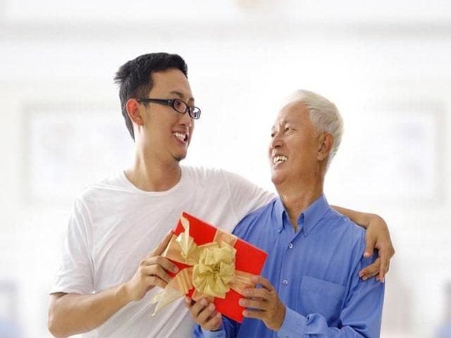 Món quà sinh nhật ý nghĩa phù hợp với tuổi của bố. Ảnh: Internet