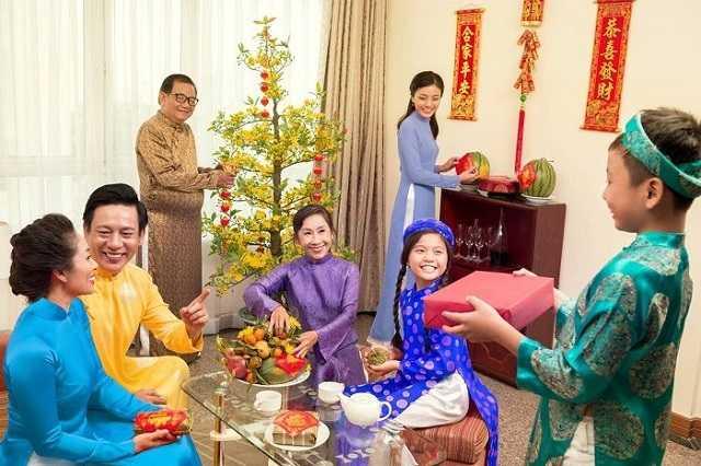 Quà tết là điều không thể thiếu trong gia đình