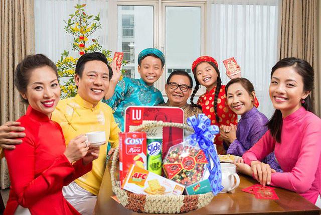 Tặng quà ngày tết là truyền thống của người Việt