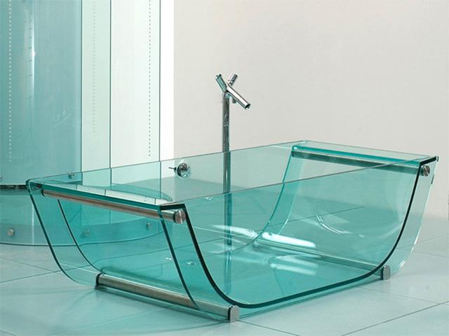 Bồn tắm được sản xuất bằng thủy tinh cường lực. Ảnh: Internet.