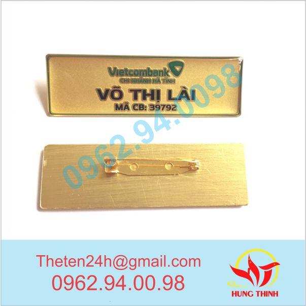 Biển tên ăn mòn nền cát vàng Ngân hàng Vietcombank