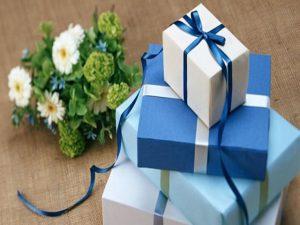 Top 8 món quà tri ân khách hàng thân thiết ý nghĩa và sâu sắc nhất