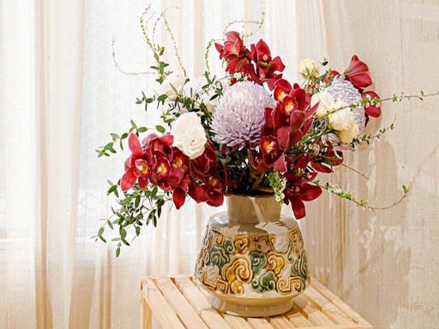 Bình hoa là món quà trang trí hợp lý dành tặng ông bà nhân dịp lễ mừng thọ. Ảnh: Internet