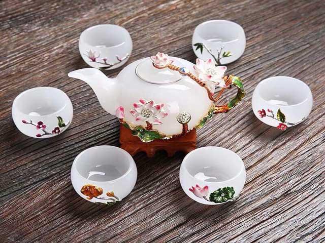 Bộ ấm pha trà là món quà tri ân khách hàng mang nhiều giá trị. Ảnh: Internet