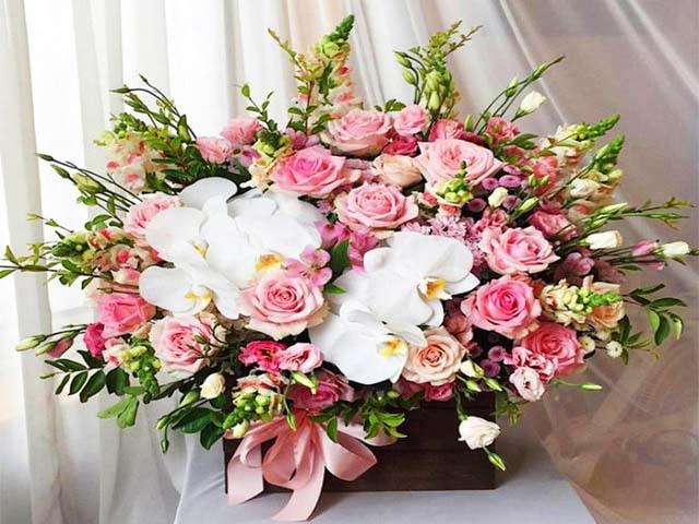 Giỏ hoa đẹp sẽ là món quà tri ân chan chứa tình cảm dành tặng khách hàng. Ảnh: Internet