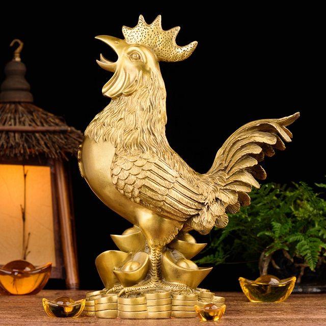 Linh vật gà trống vàng may mắn