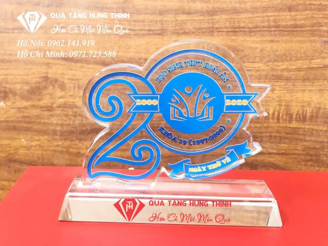 Kỷ niệm chương họp lớp tại quà tặng Hưng Thịnh đảm bảo uy tín và chất lượng