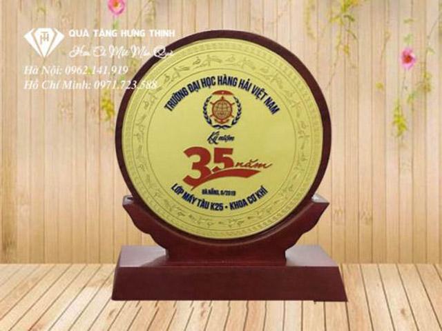 Kỷ niệm chương gỗ đồng là dòng kỷ niệm chương cao cấp