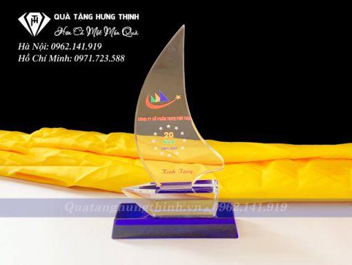 Kỷ niệm chương pha lê con thuyền