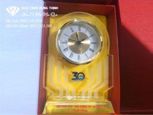 Đồng hồ pha lê để bàn giá rẻ